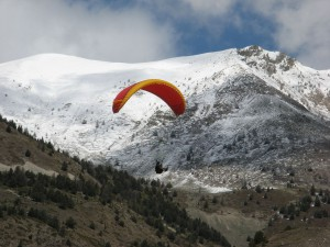 1280px-ParaglidingAlps