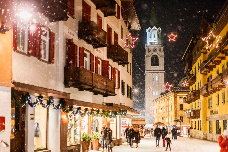 Cortina-dAmpezzo-main-street-during-christmas