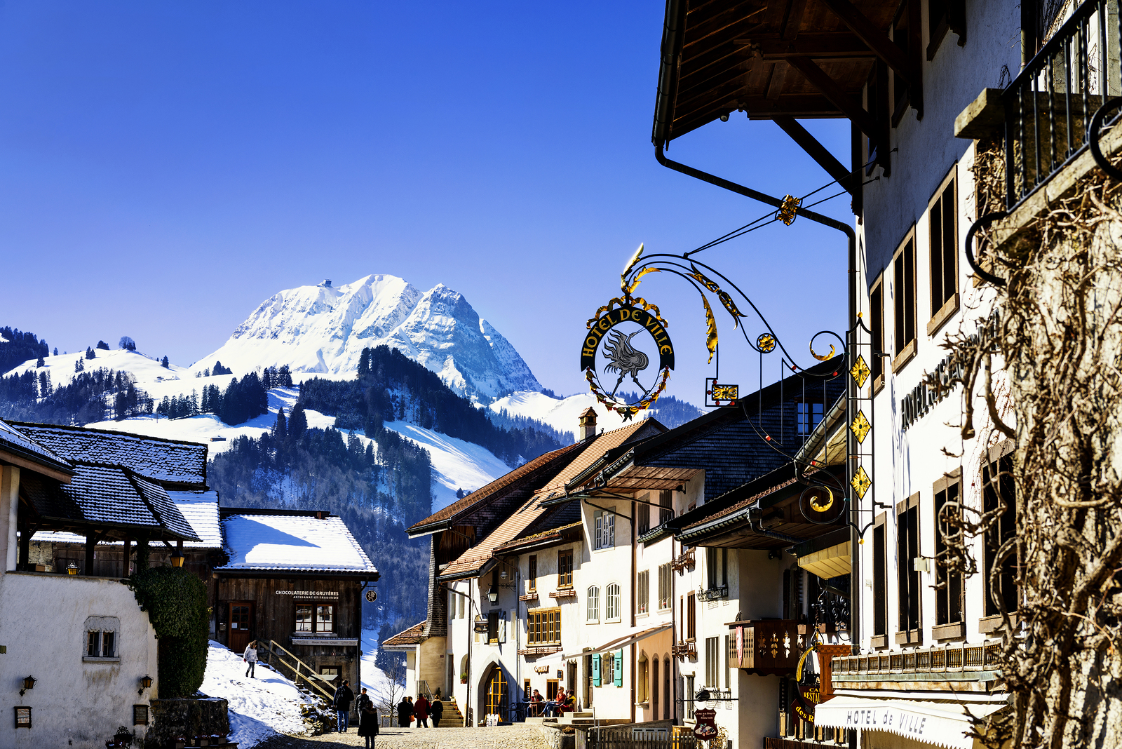 Top 5 Reasons to Ski in the French Alps Before Christmas