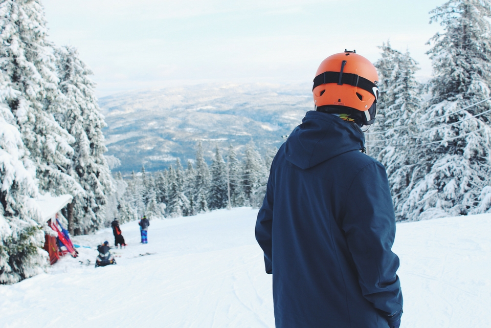 how to ski safely