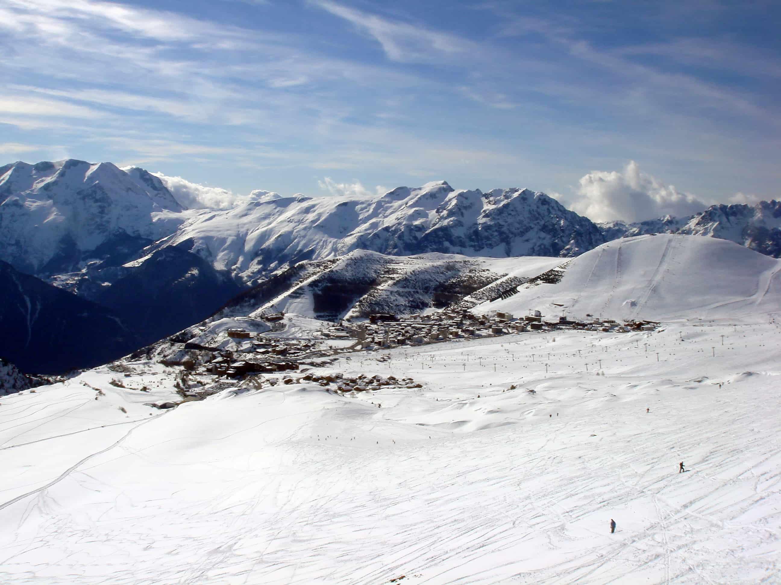 Alpe d'Huez ski resort from above