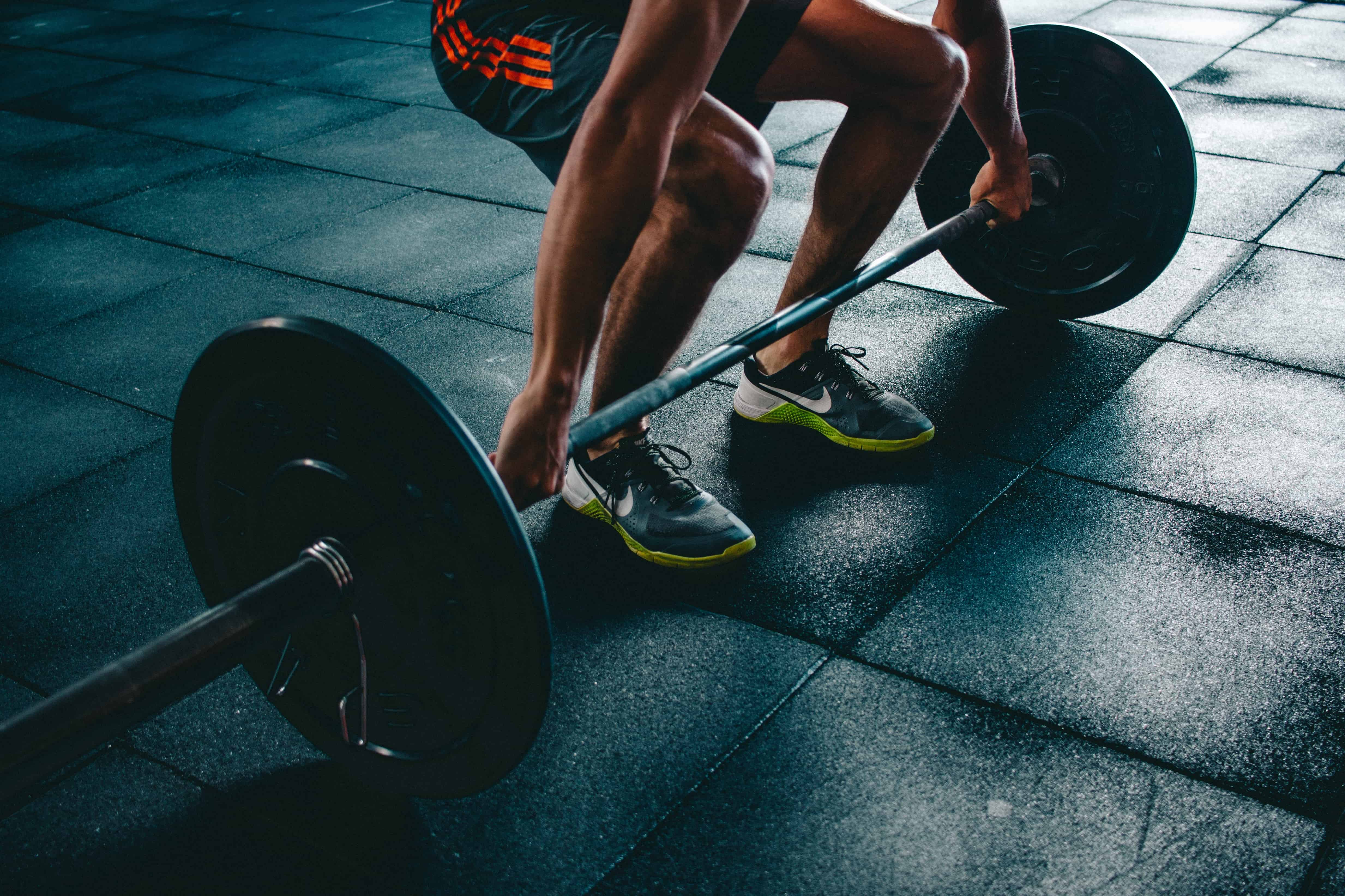 Squatting with weights to improve ski fitness