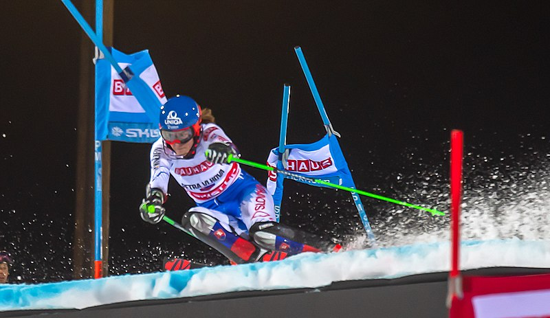 Female skier competing in Alpine Skiing World Cup